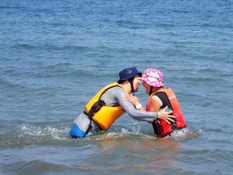 ちゃんと海水浴する。